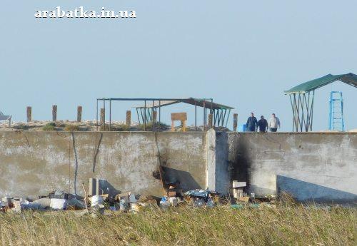 Костры для приготовления пищи у источника на Арабатской стрелке