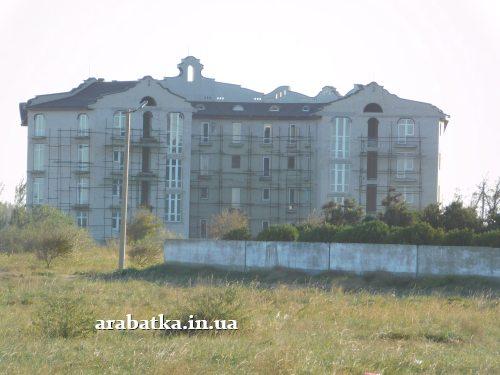 Огромные корпуса  клиники восстановительного лечения Козявкина давно и прочно стоят безжизненными памятниками бесхозяйственности и упадка