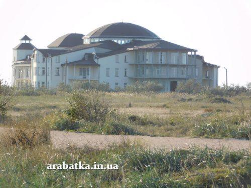 Заброшенные корпуса клиники восстановительного лечения на Арабатской стрелке