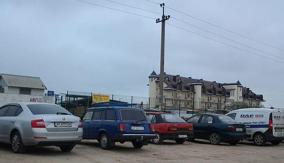 Парковка авто у источника за Счастливцево